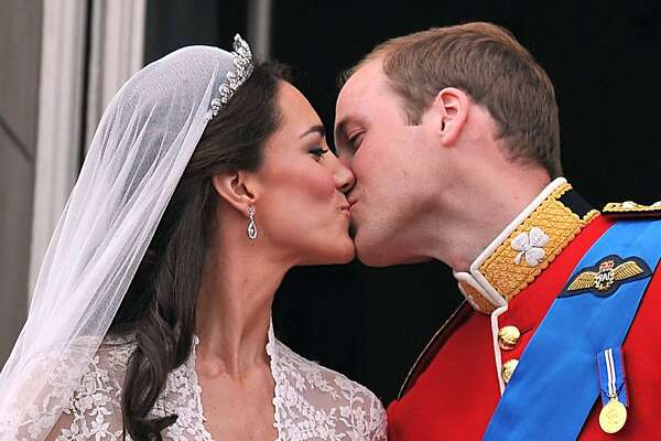 Prince William and his wife Kate Middleton, Duchess of Cambridge, kiss on the balcony of Buckingham Palace in London, following their wedding on April 29, 2011.