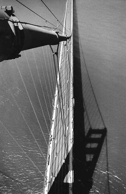 April 5, 1987 - Golden Gate Bridge shot from the top of the South Tower. Photo: Deanne Fitzmaurice, The Chronicle