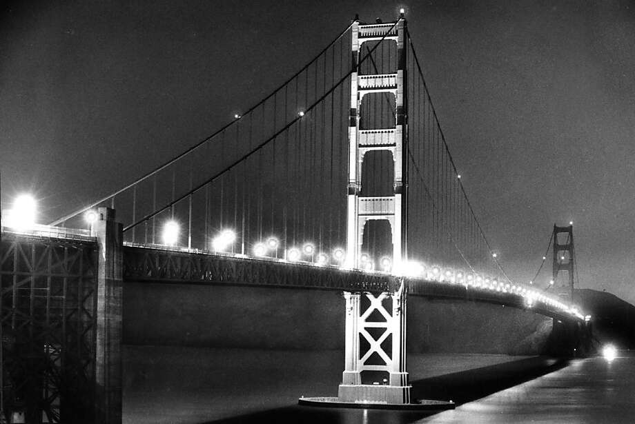 Feb. 20, 1986 - Test lighting of the Golden Gate Bridge South Tower. Photo: Steve Ringman, The Chronicle