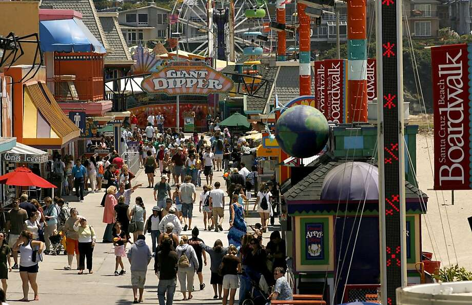 The midway of the Santa Cruz Boardwalk Photo: Michael Macor, The Chronicle