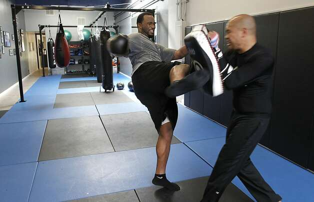Marcel Reece, (left) practicing his kicks with instructor Allan Maravilla  as the Oakland Raider fullback works out at Crispim Brazilian Jiu-Jutsu in Pleasanton, Ca. on Tuesday June 14, 2011. Reece keeps in shape during the NFL off season with daily workouts at the center. Photo: Michael Macor, The Chronicle