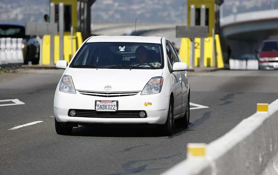 A hybrid vehicle passes through the Bay Bridge toll booth HOV lane in Oakland, Calif., on Thursday, May 19, 2011. Photo: Thomas Levinson, The Chronicle
