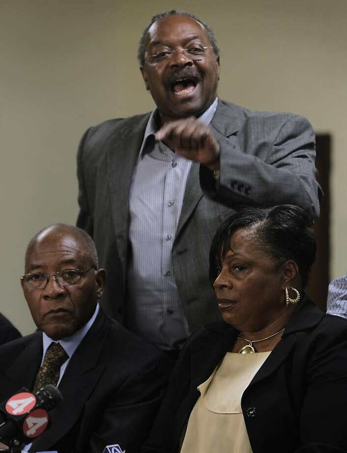 Cedric Jackson, president of the Black Leadership Forum, lashes out at US Air, during a news conference at Third Baptist Church in San Francisco, Calif. on Friday, June 24, 2011, after the airlines removed African American passenger Deshon Marman from a flight for wearing his pants too low and arrested for failing to comply. Also attending the news conference was Dr. Amos Brown (left) and Marman's mother Donna Doyle (right). Photo: Paul Chinn, The Chronicle