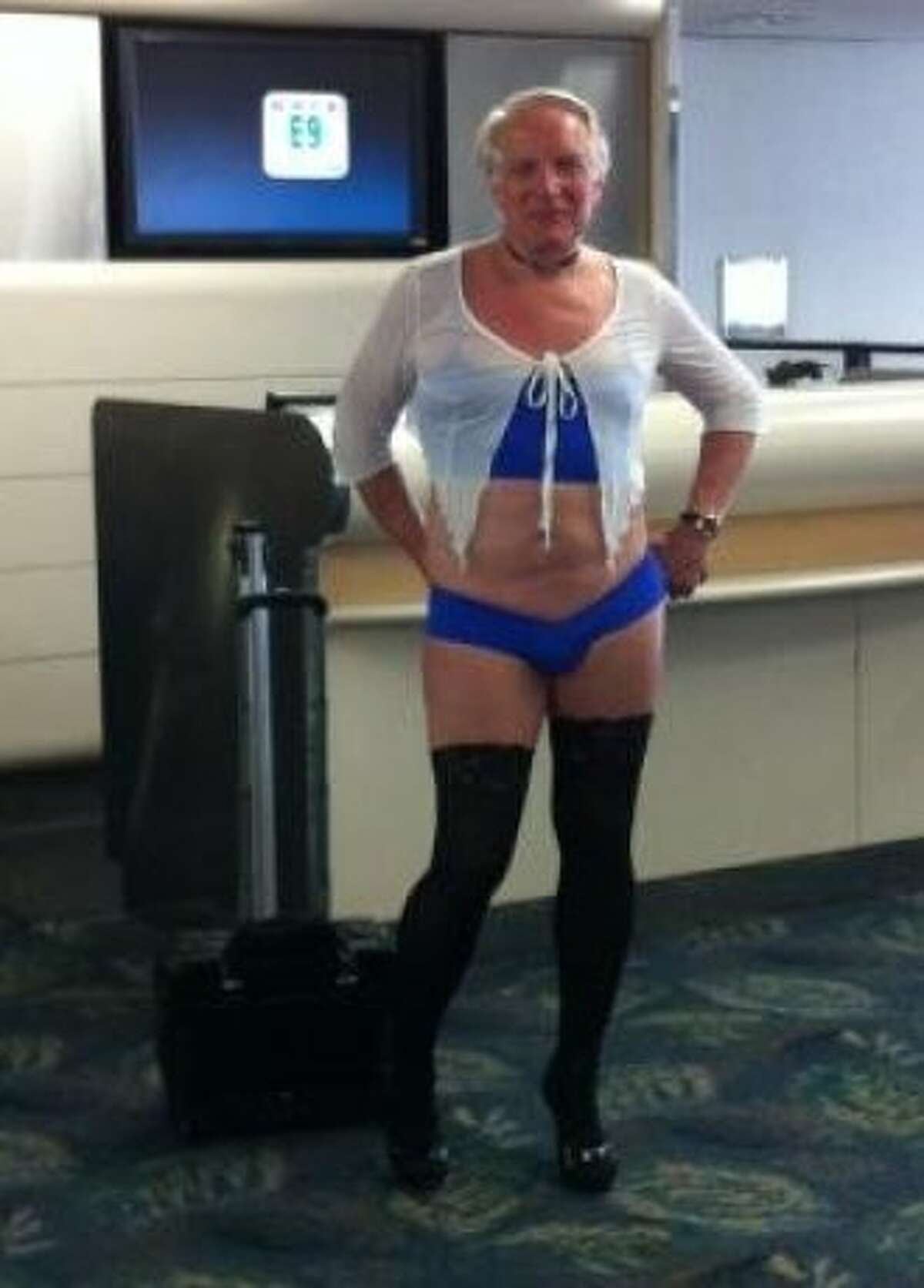 A man who flew on a US Airways flight from Fort Lauderdale, Fla., to Phoenix on June 9, six days before a college football player was thrown off a US Airways plane at San Francisco International Airport for not hitching up his pants. The man in lingerie was photographed in the Fort Lauderdale airport by a fellow passenger.