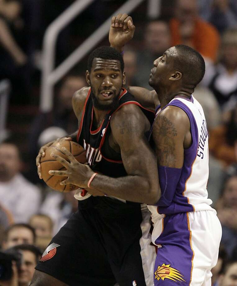 Portland Trail Blazers center Greg Oden, left, battles Phoenix Suns center Amare Stoudemire for position in the second quarter of an NBA basketball game Saturday, Nov. 22, 2008, in Phoenix. (AP Photo/Paul Connors) Photo: Paul Connors, AP