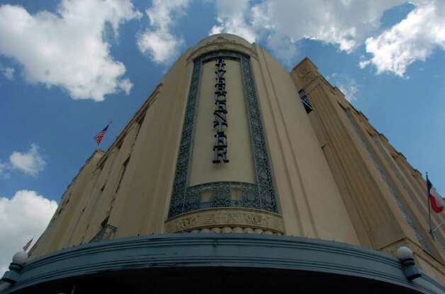 This is the facade of the old Joske's building at Rivercenter Mall. Photo: JOHN DAVENPORT, SAN ANTONIO EXPRESS-NEWS / SAN ANTONIO EXPRESS-NEWS