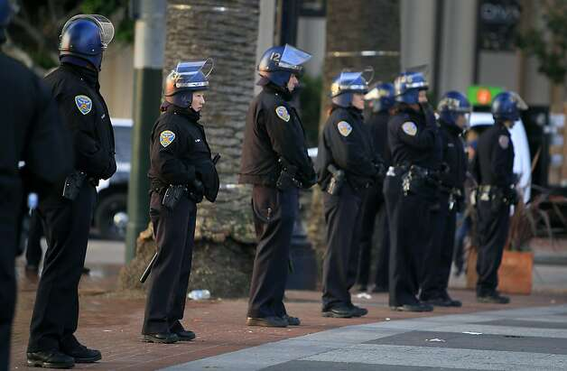 Police officers keep people out of Justin Herman Plaza after authorities cleared out the Occupy encampment in an early morning raid in San Francisco, Calif. on Wednesday, Dec. 7, 2011. Photo: Paul Chinn, The Chronicle