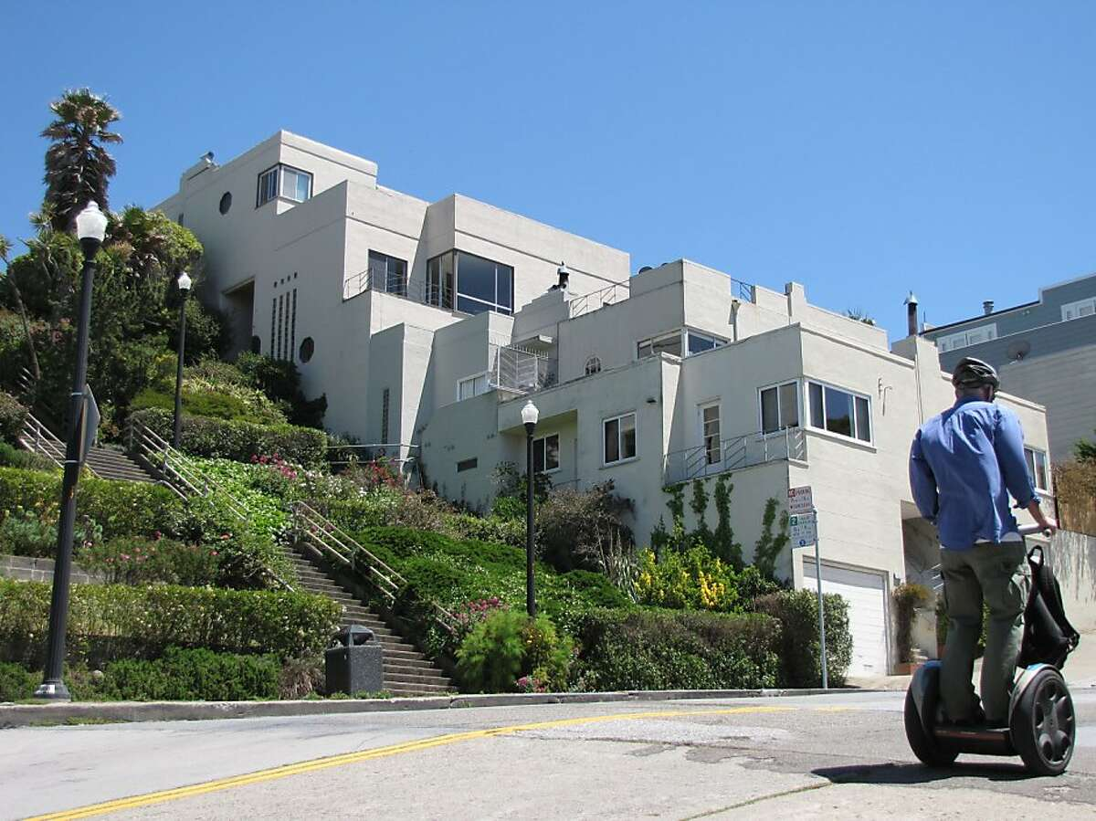 There's no surface flash in this pair of 1941 duplexes along the public stairway connecting Noe and Liberty streets, just a stack of white cubes that snap against the steep hillside with flair.