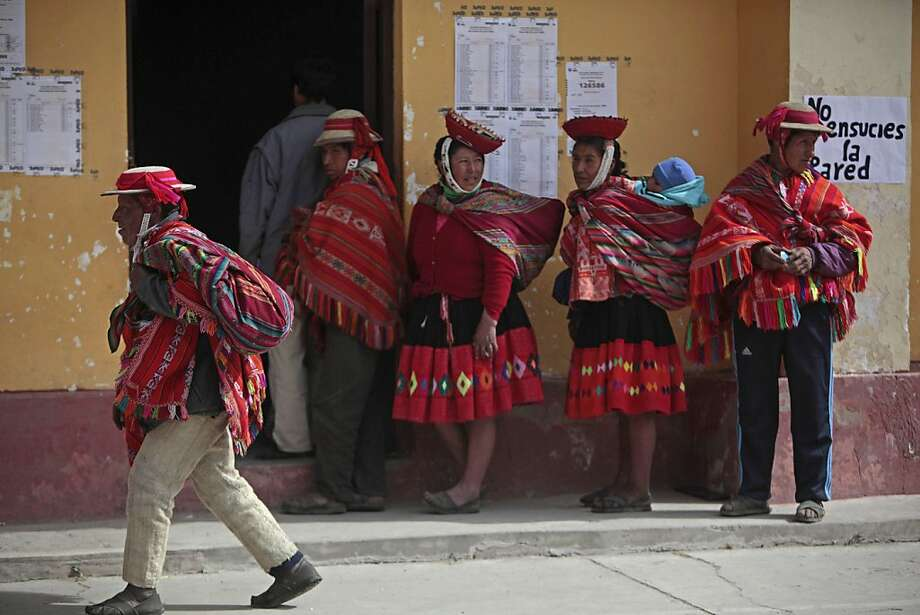 Indigenous form a line at a polling station in Ollantaytambo, Cuzco, Peru, Sunday June 5, 2011.  Peruvians vote Sunday in their country's closely contested presidential runoff election between Keiko Fujimori, daughter of jailed ex-president Alberto Fujimori and Ollanta Humala, a former military officer. Photo: Esteban Felix, AP