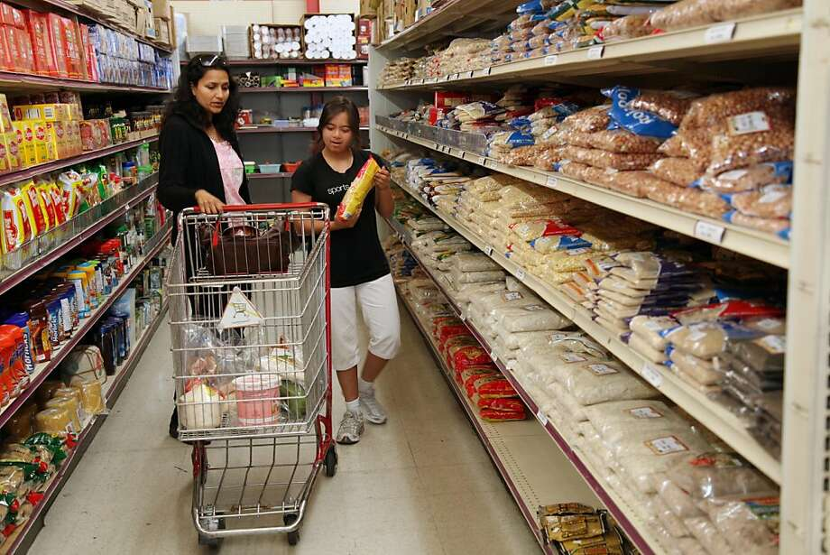 redistrict07_185_aw.jpg Sonal and Nirali Gandhi (left to right) shop together at Bharat Bazar in Fremont Calif, on Monday, June 6, 2011.  By Alex Washburn /SPECIAL TO THE CHRONICLE Photo: Alex Washburn, SFC