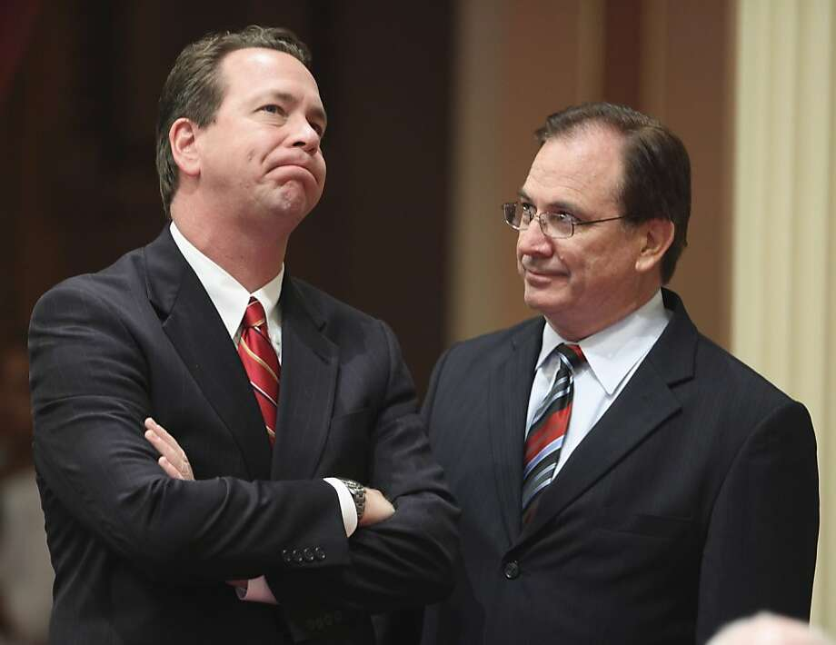 State Senate Minority Leader Dennis Hollingsworth, R-Temecula, left, ponders for a moment while talking with Sen. Bob Huff, R-Diamond Bar, during the debate over one of the state budget measures at the Capitol in Sacramento, Calif., Friday, July 24, 2009. Lawmakers worked overnight voting on a package of bills worked out between Gov. Arnold Schwarzenegger and Legislative leaders to resolve the state's $26.3 billion budget deficit. (AP Photo/Rich Pedroncelli) Photo: Rich Pedroncelli, ASSOCIATED PRESS