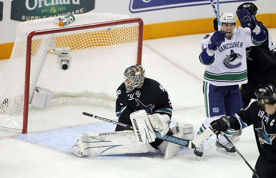The Canucks' Alexandre Burrows, right, celebrates as the puck gets by San Jose Sharks goalie Antti Niemi on Sami Salo's first goal in the second period in Game 4 of the Western Conference Finals at HP Pavilion in San Jose on Sunday. Photo: Carlos Avila Gonzalez, The Chronicle