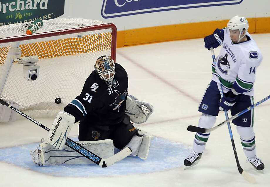 The puck gets by Sharks goalie Antti Niemi on Sami Salo's second goal for the Canucks in the second period of Game 4 of the Western Conference Finals at HP Pavilion in San Jose on Sunday. Photo: Carlos Avila Gonzalez, The Chronicle