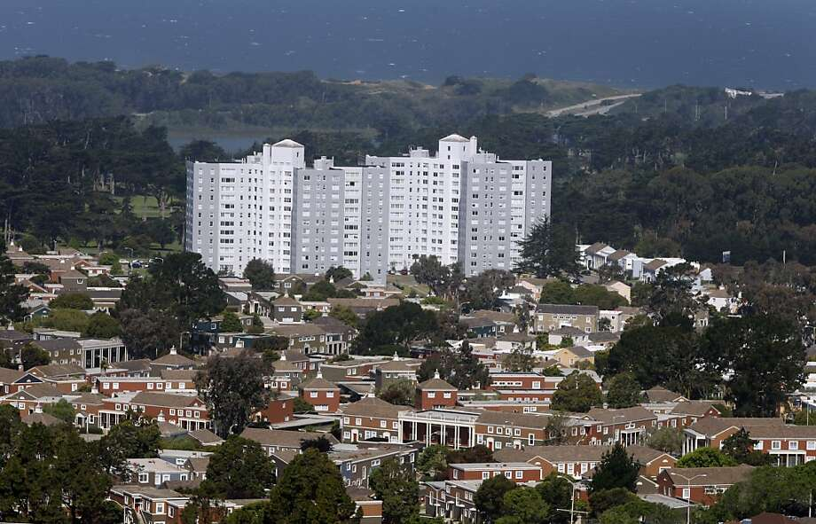 The Park Merced neighborhood is seen in San Francisco, Calif., on Thursday, June 10, 2010. Owners of the sprawling complex of houses and high-rise apartment buildings plan to proceed with a $1.2 billion renovation project despite defaulting on their mortgage. Photo: Paul Chinn, The Chronicle