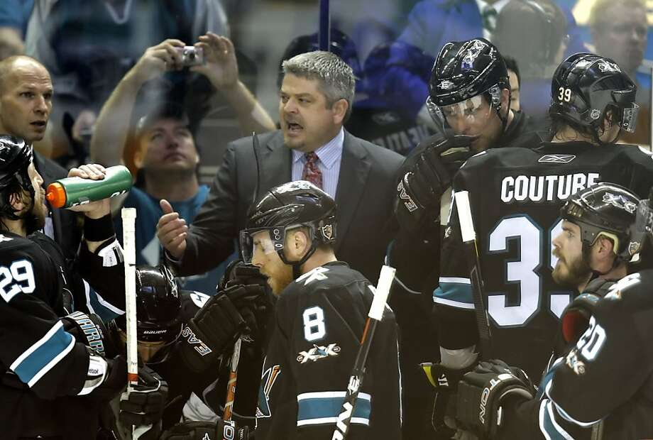 San Jose Sharks head coach Todd McLellan rallies his team in the closing minutes of the game against the Vancouver Canucks in Game 4 of the Western Conference Finals at HP Pavilion in San Jose on Sunday. Photo: Michael Macor, The Chronicle