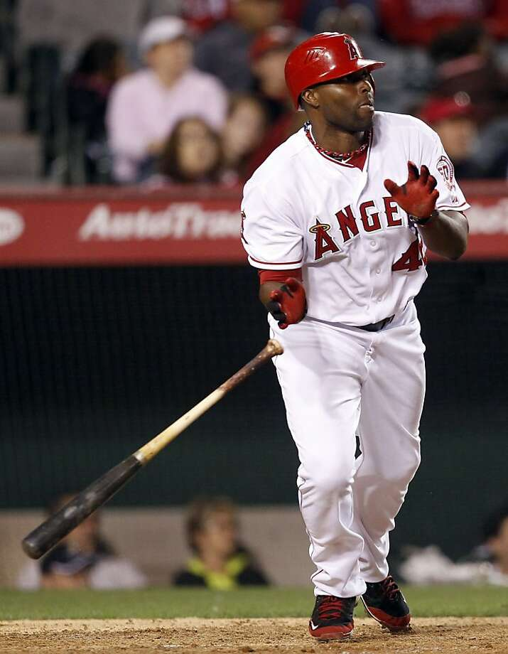 Los Angeles Angels' Torii Hunter hits an RBI-double against the Oakland Athletics during the eighth inning of a baseball game in Anaheim, Calif., Monday, May 23, 2011. Photo: Chris Carlson, AP