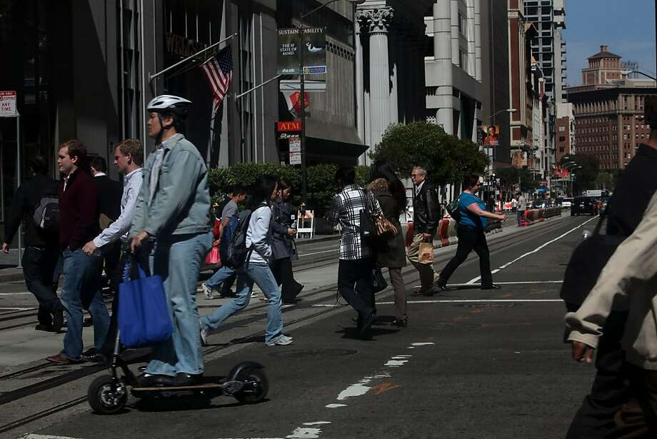 Pedestrians crossing the street on Montgomery at California streets in San Francisco, Calif., on Friday,  May 12, 2011. Photo: Liz Hafalia, The Chronicle