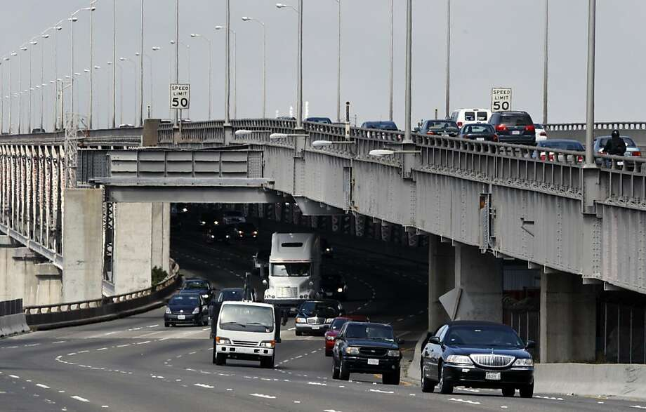Eastbound traffic emerges from the lower deck of the Bay Bridge while westbound traffic starts up the incline, heading to Yerba Buena Island and San Francisco. Friday July 10, 2009. Photo: Lance Iversen, The Chronicle