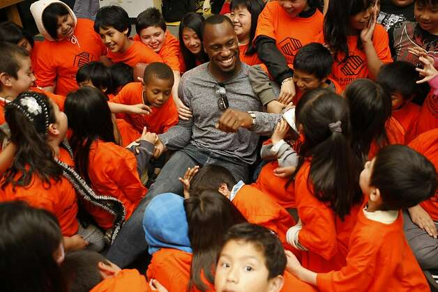Vernon Davis of the 49ers goofs around with kids after posing for a picture at the Tenderloin Boys and Girls Clubhouse in San Francisco Calif, on Friday, May 20, 2011. Photo: Alex Washburn, The Chronicle