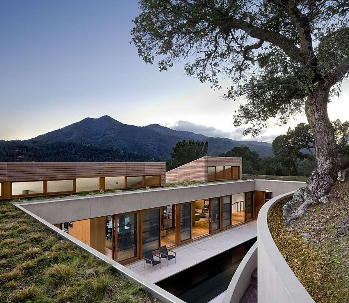 Hillside Residence by Turnbull Griffin Haesloop Architects