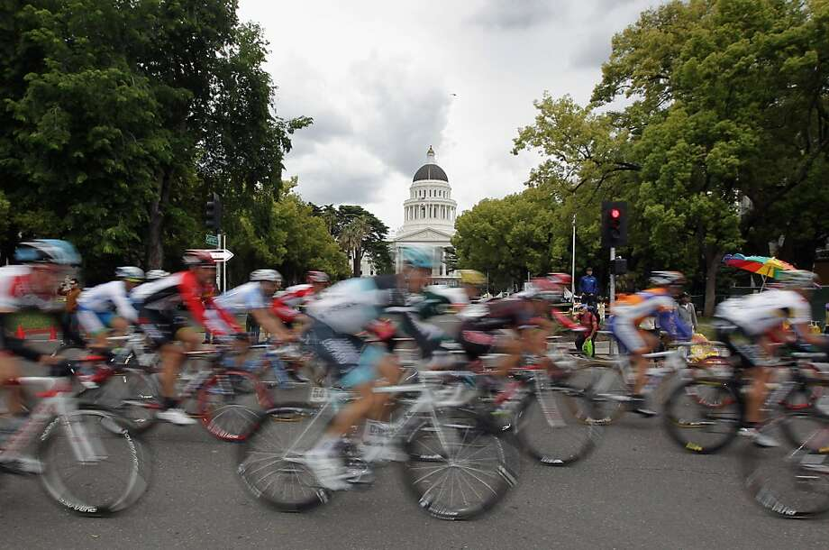 SACRAMENTO, CA - MAY 16:  The peloton passes by the State Capitol Building during stage two of the 2011 AMGEN Tour of California from Nevada City to Sacramento on May 16, 2011 in Sacramento, California. Photo: Doug Pensinger, Getty Images