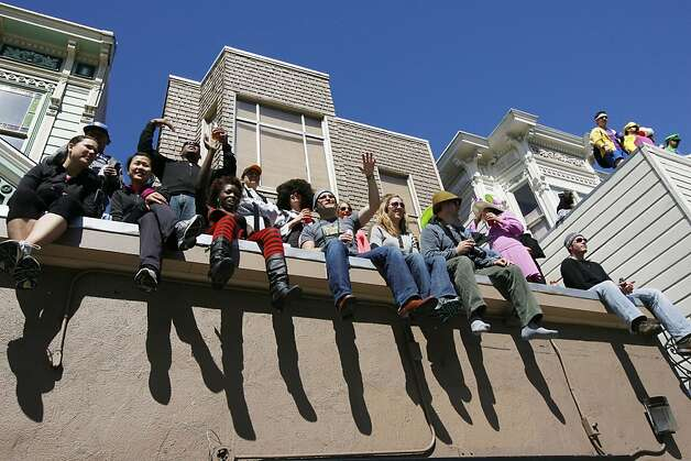 People watch the festivities along Divisadero Street during the 2011 Bay to Breakers in San Francisco on Sunday, May 15, 2011. Photo: Douglas Zimmerman, Courtesy To The SF Gate
