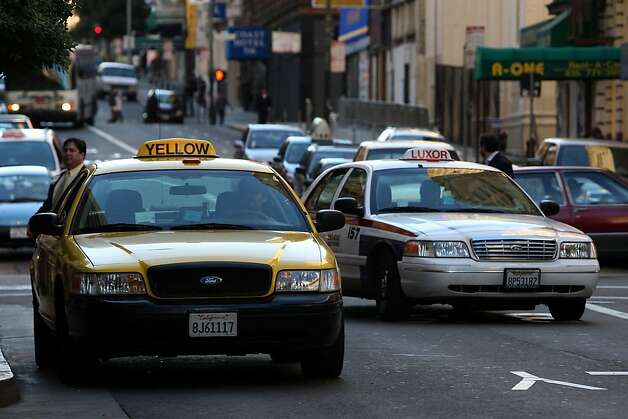 Taxi drivers in front of the Hilton Hotel  San Francisco, Calif., on Monday, January 12, 2009.  Gavin Newsom is proposing a plan to sell the city's coveted taxi permits to the highest bidders to raise money for the city . Photo: Liz Hafalia, The Chronicle