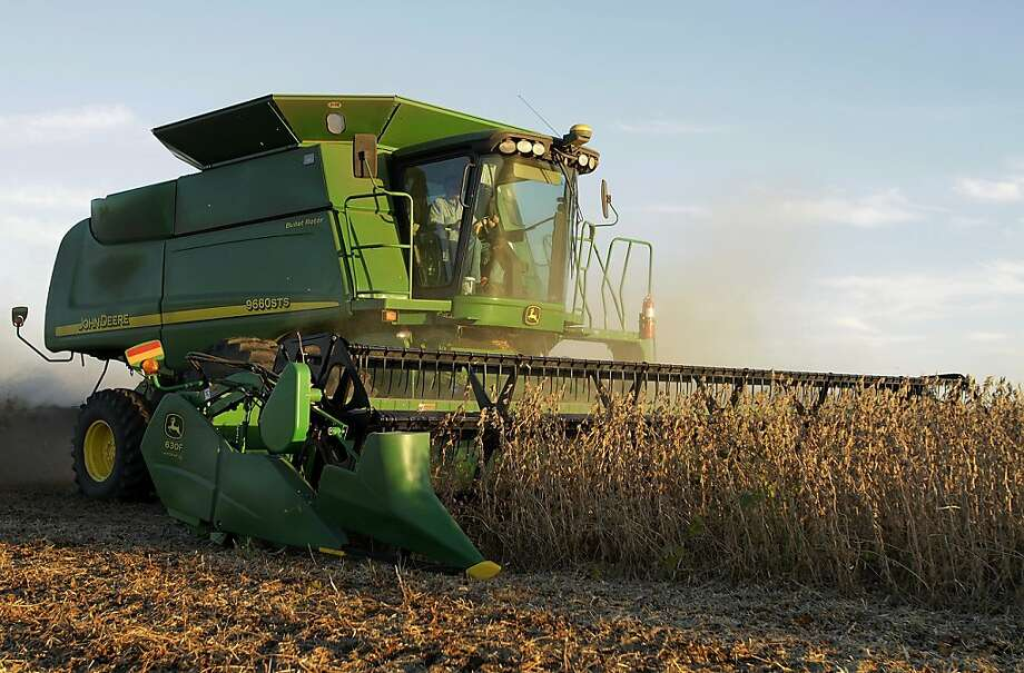 In this photo taken Sept. 30, 2010, central Illinois farmer Steve Dudley races against a setting sun to harvest soybeans in Pleasant Plains, Ill. Farm equipment maker Deere & Co. reversed a loss in last year's fiscal fourth quarter to report a $457.2 million profit Wednesday, Nov. 24, as conditions improved on U.S. farms. Photo: Seth Perlman, Associated Press