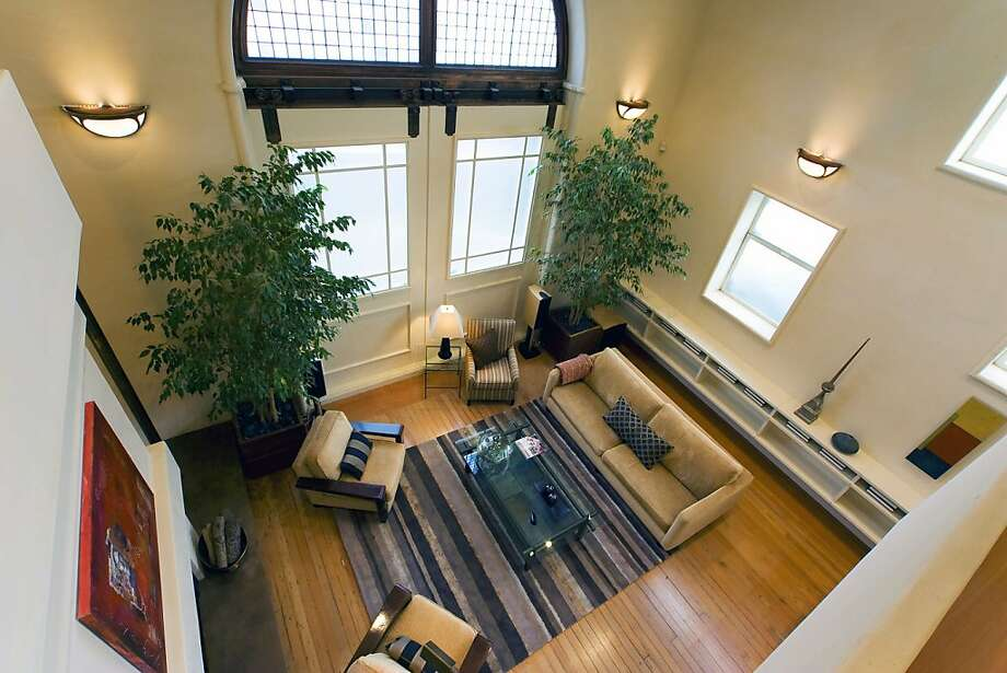 This is the living room at 8 Carmel. Photo: Steph Dewey, Reflex Imaging