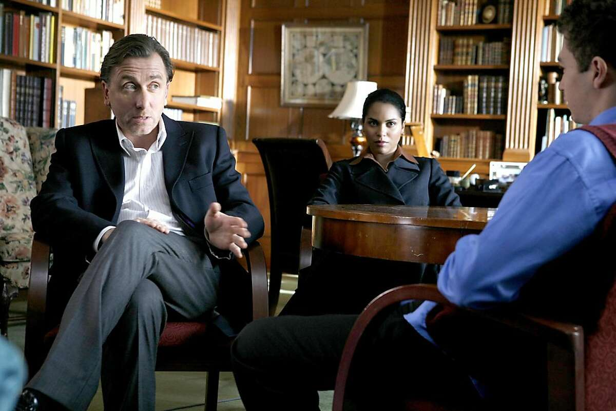 """LIE TO ME: Lightman (Tim Roth, L) and Torres (Monica Raymund, C) investigate a high school girl's death in the LIE TO ME episode """"A Perfect Score"""" airing Wednesday, Feb. 4 (9:00-10:00 PM ET/PT) on FOX."""