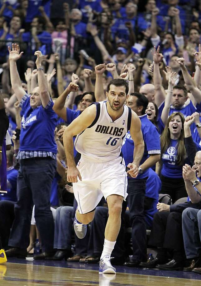 The crowd reacts after the Dallas Mavericks' Peja Stojakovic scored a 3-point basket against the Los Angeles Lakers during the final minutes of Game 3 of a second-round NBA playoff basketball series, Friday, May 6, 2011, in Dallas. The Mavericks won 98-92, and lead the series 3-0. Photo: Kim Johnson Flodin, AP