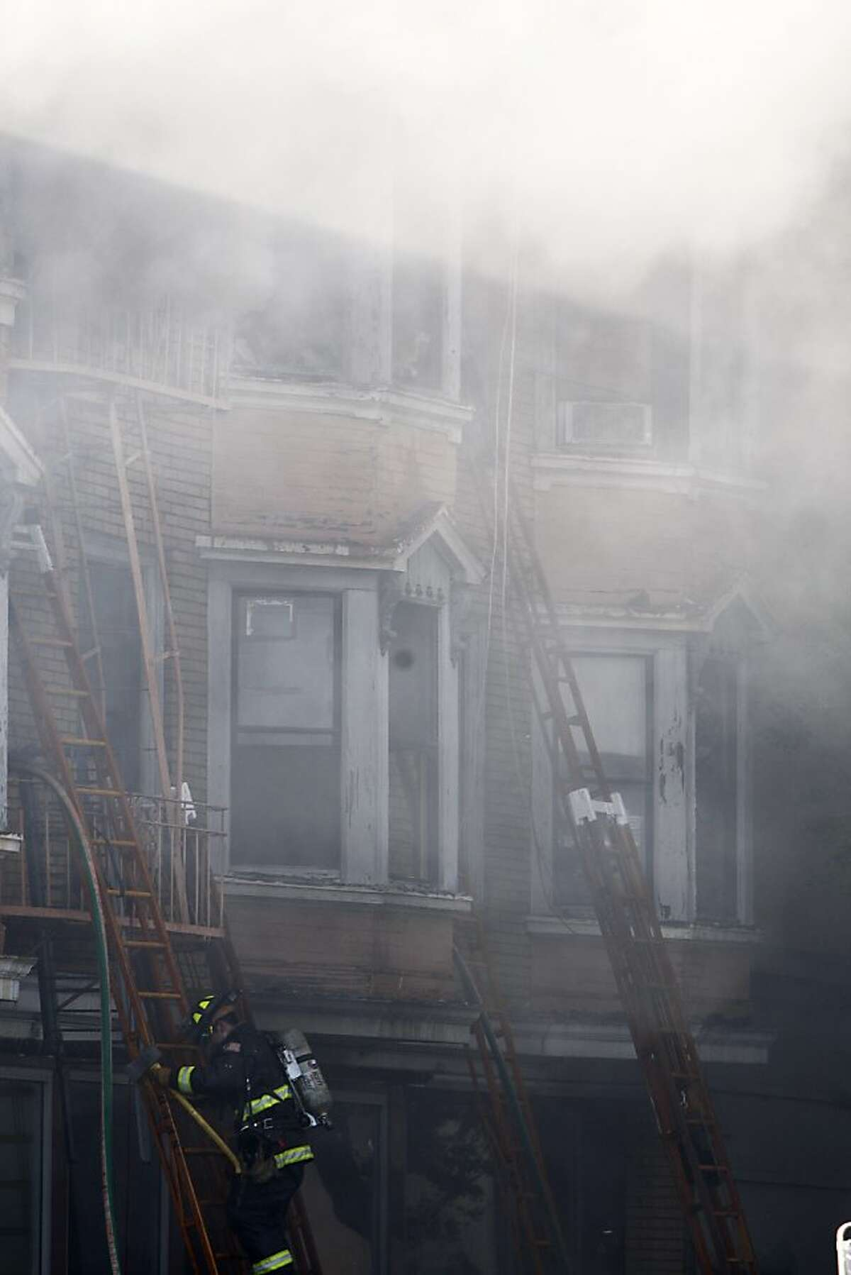 A four-alarm fire broke out at 1040 Folsom street in San Francisco on Wednesday, May 4, 2011.