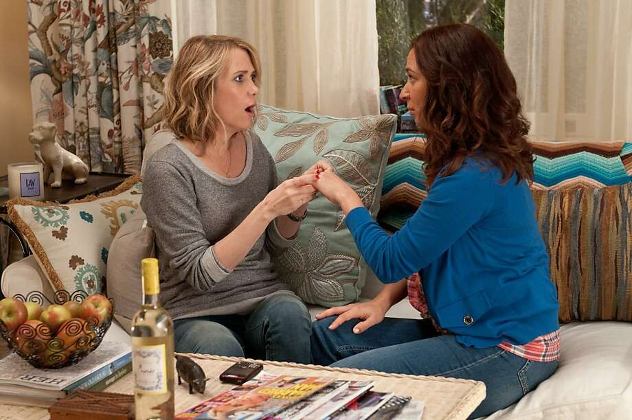"""Bridesmaids"": L to R) KRISTEN WHIIG and  MAYA RUDOLPH . Photo: Suzanne Hanover, Universal Pictures"