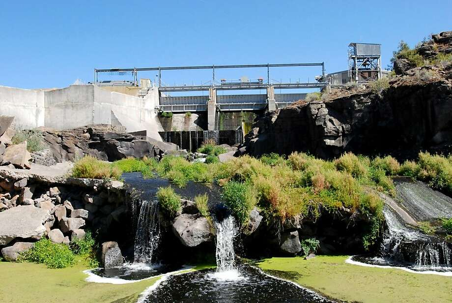 FILE - This Aug. 21, 2009, file photo shows water not diverted by the J.C. Boyle Dam flowing back into the Klamath River near Keno, Ore. An agreement signed Thursday, Feb. 18, 2010, in Salem, Ore., lays out terms to remove this and three other dams on theKlamath River as part of an agreement to help salmon and end long-standing water wars in the region. Photo: Jeff Barnard, File, AP
