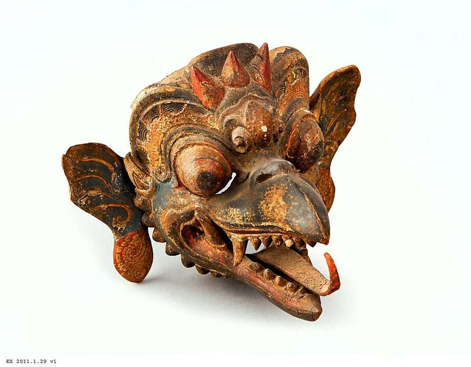 """""""Bird Mask"""" (1900-40?) Wood, leather, rattan and pigments by unknown Balinese artist Photo: Unknown, Asian Art Museum, S.f."""