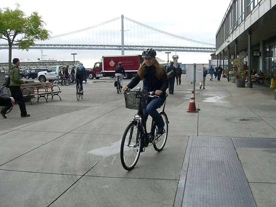Stefanie Codoni shows off her bicycle style while riding in S.F. Photo: Monica Nolan