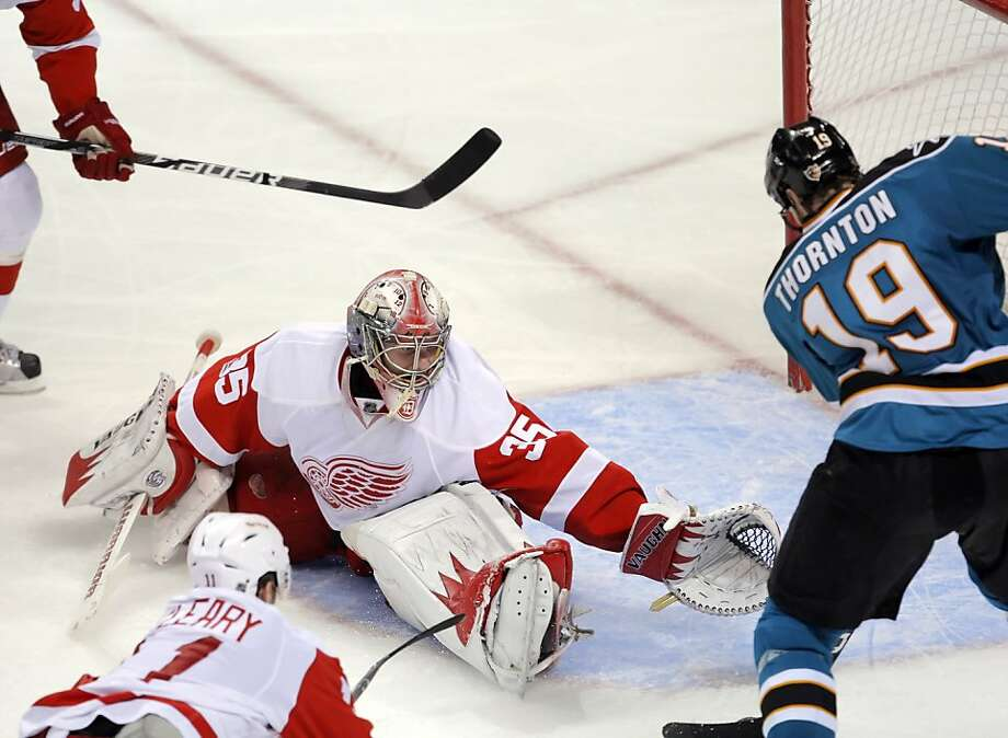 Joe Thornton gets in a shot past the Detroit Red Wings' Jimmy Howard in the second period of Game 5 of the Western Conference semifinals in San Jose on Saturday. Photo: Carlos Avila Gonzalez, The Chronicle