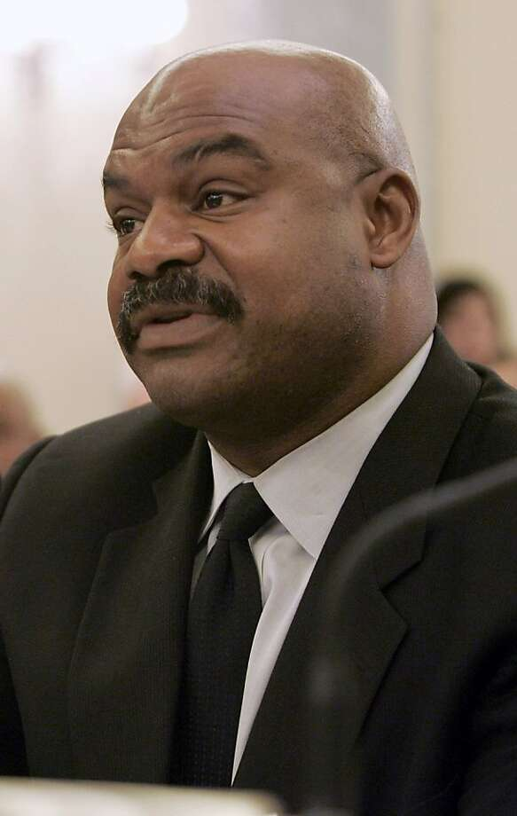 FILE  - In this Set. 18, 2007 file photo, former Chicago Bears safety Dave Duerson testifies on Capitol Hill in Washington.  The NFL wants all 50 states and the District of Columbia to pass legislation that could help cut down on concussions by youth football players. A quicker route would be through federal legislation, and the NFL backs a bill pending in Congress. But the GOP-led House is unlikely to support that kind of federal role in local matters, so the league sees a bigger opening at the state level.  (AP Photo/Susan Walsh, file) Photo: Susan Walsh, ASSOCIATED PRESS