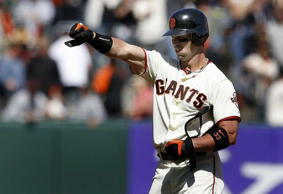 Aaron Rowand signals his teammates after his hit in the seventh inning gave the Giants the lead against the Atlanta Braves on Sunday. Photo: Brant Ward, The Chronicle