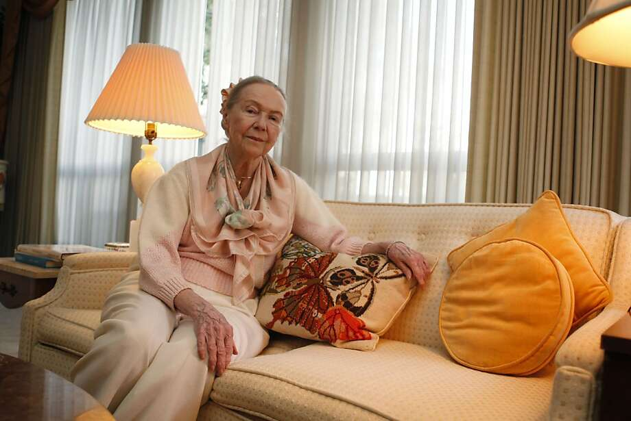Fran Kearton, 90, poses for a portrait at her home in Menlo Park Calif, on Friday, April 8, 2011. Kearton a former model and one of the earliest television stars still takes tap dancing lessons and writing classes. Photo: Alex Washburn, The Chronicle