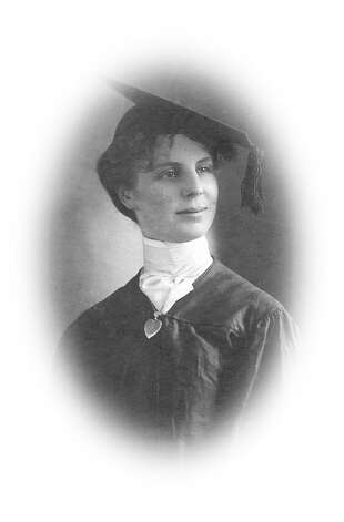Leonie von Zesch upon her graduation from the College of Physicians and Surgeons of San Francisco, June 1902. Photo: Unknown, The Jane G. Troutman Family Trus