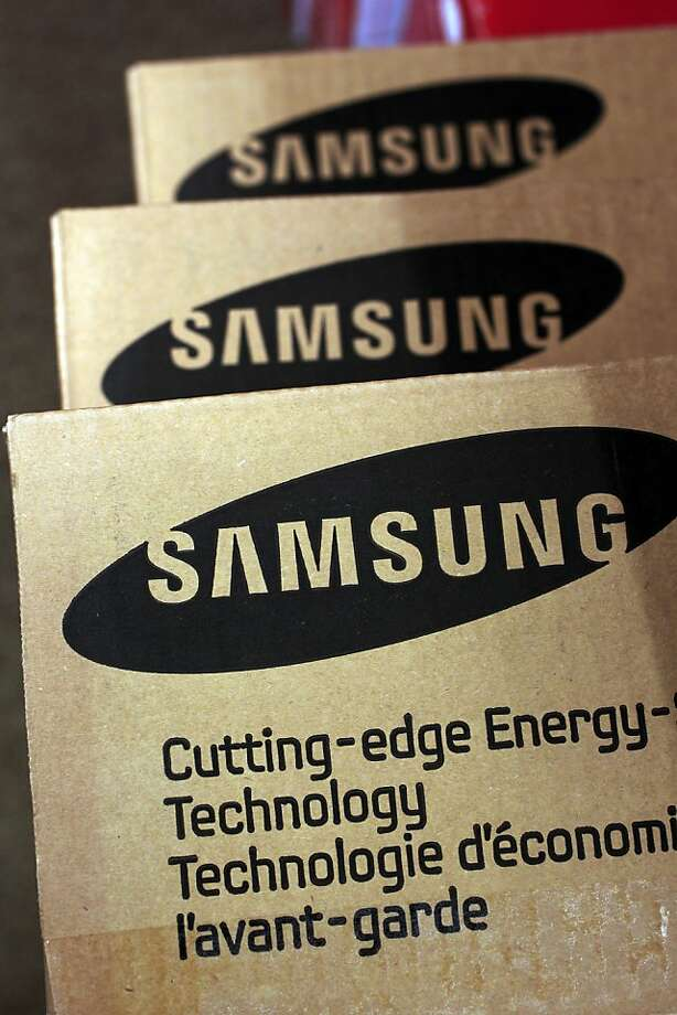 A Samsung computer box is shown at Micro Center in Santa Clara, Calif., Tuesday, April 19, 2011. Seagate is buying the hard disk drive business of Samsung in a $1.38 billion deal that also gives the South Korean electronics manufacturer a nearly 10 percent stake in Seagate.The deal further consolidates the hard drive industry that just last month saw Seagate rival Western Digital Corp. agree to snap up Hitachi Global Storage Technologies for $4.3 billion. Photo: Paul Sakuma, AP