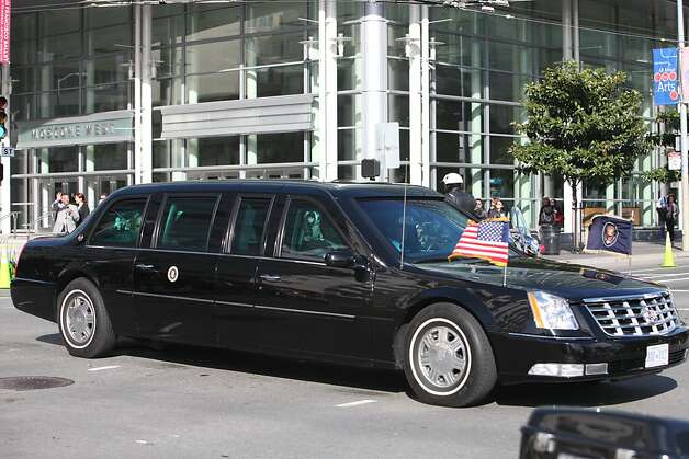 President Obama's motorcade passes by on Howard Street at in San Francisco, Calif., Thursday, April 21, 2011. Photo: Lea Suzuki, The Chronicle
