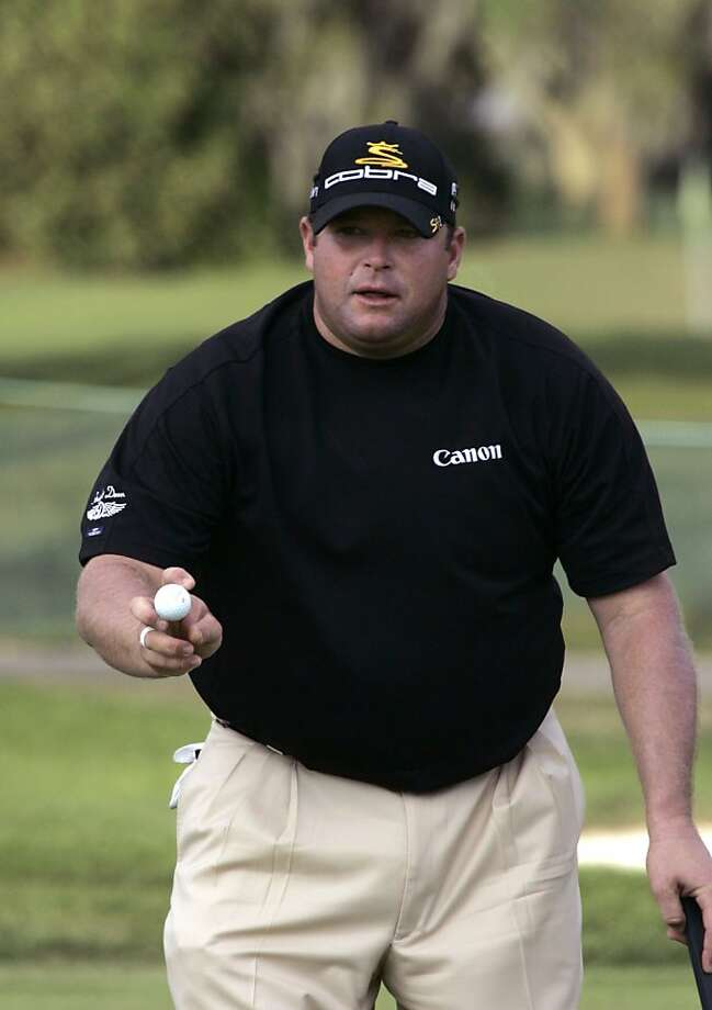 Jason Gore holds up his ball after sinking a birdie putt on the ninth hole during the first round at the Arnold Palmer Invitational golf tournament in Orlando, Fla., Thursday, March 26, 2009. Gore finished the round at 5-under-par.(AP Photo/John Raoux) Photo: John Raoux, AP
