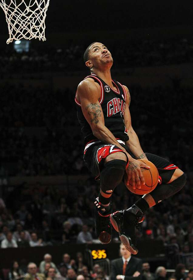 Chicago Bulls' Derrick Rose goes in for a dunk during the second half of the Bulls' NBA basketball game against the New York Knicks Tuesday, April 12, 2011, in New York. Rose scored 26 points as the Bulls won 103-90. Photo: Frank Franklin II, AP
