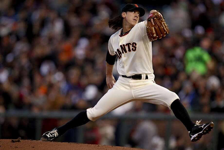 Giants starting pitcher Tim Lincecum throws in the first inning against the Los Angeles Dodgers at AT&T Park on Tuesday. Photo: Michael Macor, The Chronicle