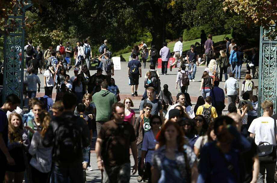 Students and faculty crowd onto Sproul Plaza on the first day of classes at Cal in Berkeley, Calif. on Thursday, Aug. 26, 2010. Photo: Paul Chinn, The Chronicle