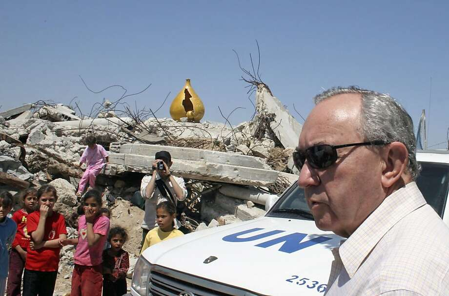 FILE - In this June 3, 2009, file photo, UN investigator Richard Goldstone visits the destroyed house where members of the Samouni family were killed in an artillery strike during Israel's offensive in January in Gaza City. A U.N. war crimes report against Israel and Hamas meant to promote justice and accountability has instead created new obstacles for the Obama administration's Mideast peace push and deepened an internal rift among Palestinians. (AP Photo/Ashraf Amra, File) Photo: Ashraf Amra, File, AP