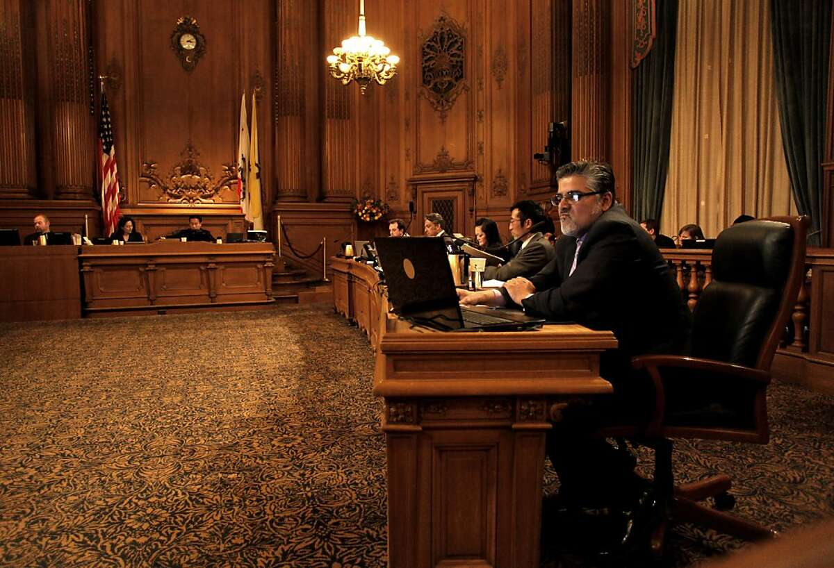 The San Francisco Board of Supervisors approved a payroll expense tax exclusion to businesses moving into the central Market Street and Tenderloin area by a vote of 8-3 on Tuesday.