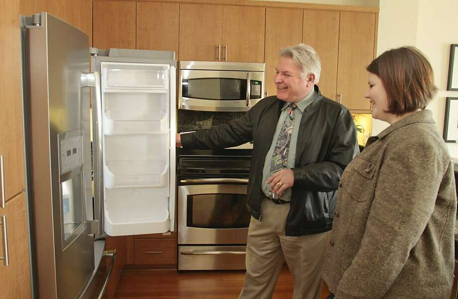 Realtor Antoine Pirson shows a condominium to Kalyn Farris in Oakland, Calif., on April 8th,  2011. Story about  condo sales. Photo: John Storey, Special To The Chronicle